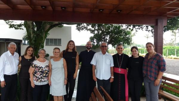 Bispo Dom Eduardo visita Complexo Funerário Terra Nossa